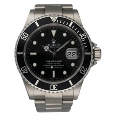 Rolex Submariner Date 16610 Engraved rehaut Men's Watch Box & Papers