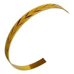 18 Karat Yellow Gold Solid Diamond Cut Etched Bangle Bracelet, Italy