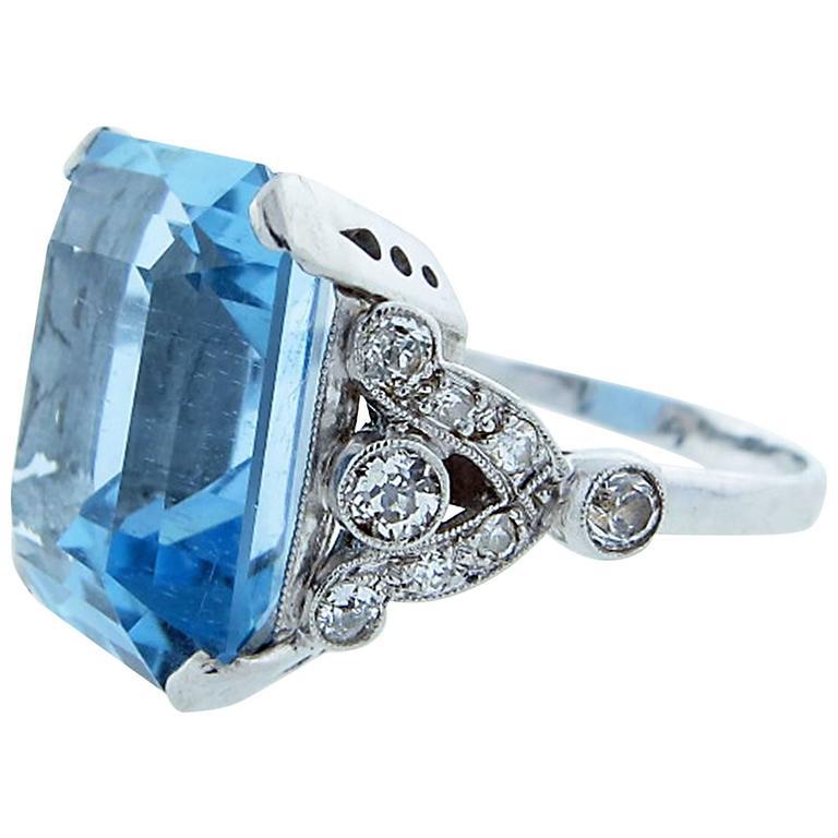 Tasteful Art Deco Aquamarine Diamond Platinum Ring