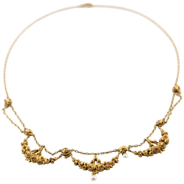 Pearl Gold Festoon Necklace with Delicate Roses 1930s Art Deco