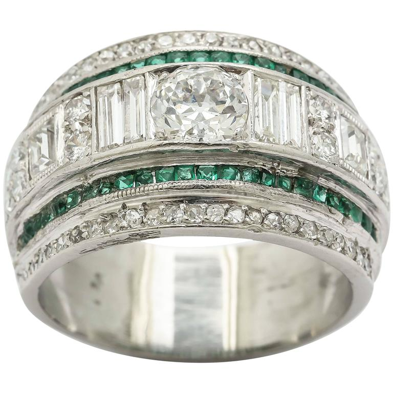 deco cut emerald platinum curved band