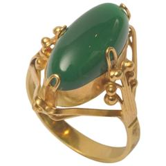 Art Deco Green Chalcedony and 18 Karat Gold Ring
