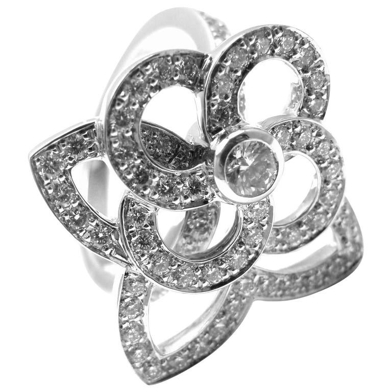 2b3fa0ea45e7 Louis Vuitton Diamond Gold Flower Ring For Sale at 1stdibs