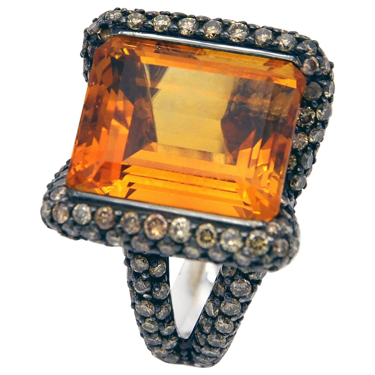 Citrine Champagne Diamond 18 Kt Gold Cockyail Ring