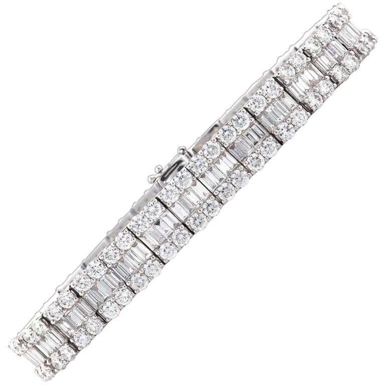 12.11 Carats Round-Cut White Diamonds Gold Bracelet