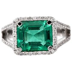 Stunning Emerald Diamond Gold Ring