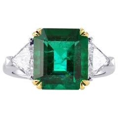 Green Emerald Gemstone Triangle Diamonds Two Color Gold Ring