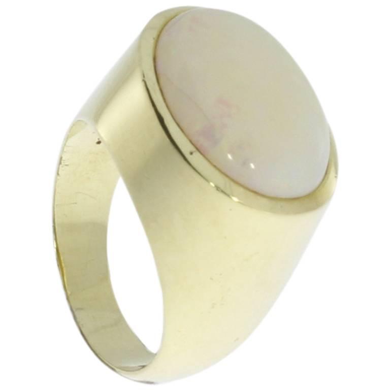 Beautiful Opal Gold Ring
