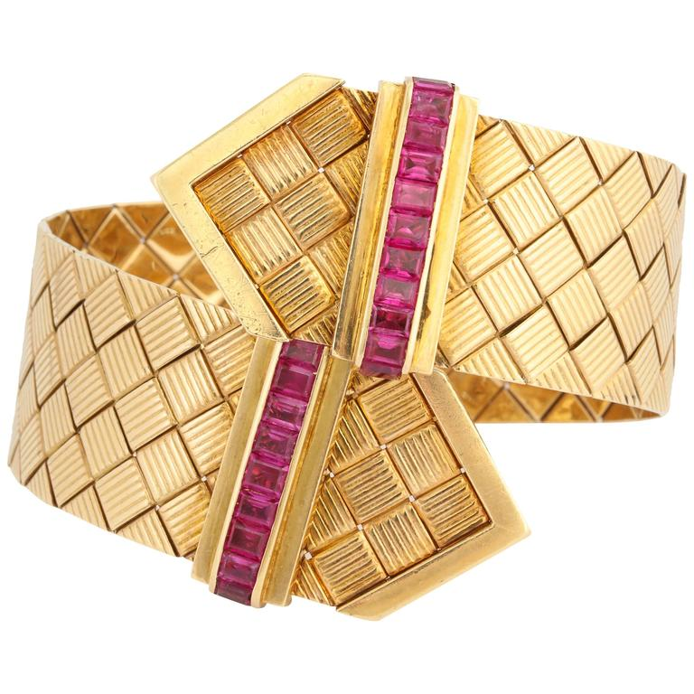 1940s Ruby Gold Crossover Buckles Bracelet 1