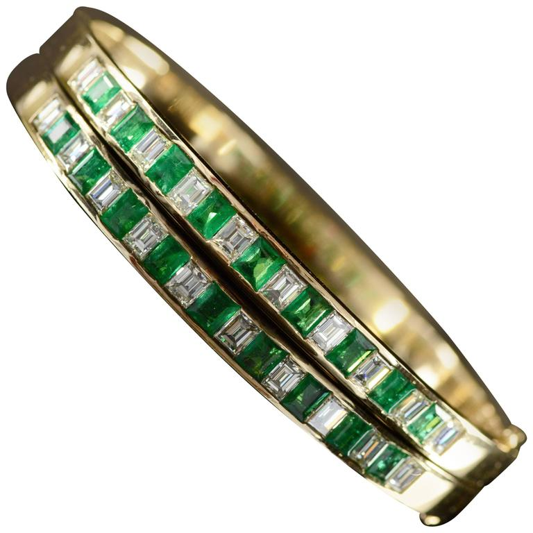 1.80 Carats Emeralds and 1.80 Carats Diamonds Gold Bangle Bracelet