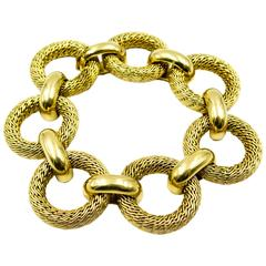 Chic and Impressive Gold Textured Link Bracelet