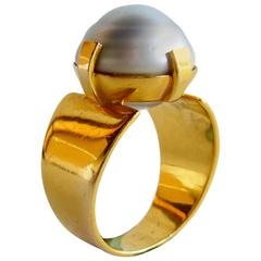 1960s Grey Baroque Pearl Gold Modernist Ring