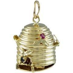 Beehive Gemset Gold Time For Love Charm