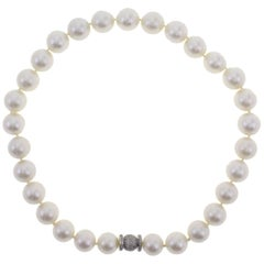 583 ct Australian Pearls, 1.82 ct Diamonds, White Gold Closure Beaded Necklace