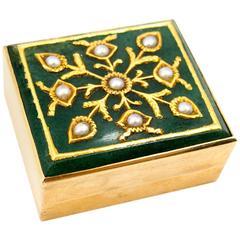 Verdura Chic Mogul Motif Pearl Gold Pill Box