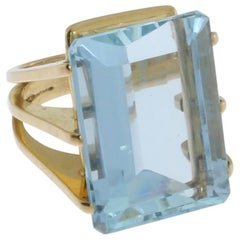 Large Aquamarine Yellow Gold Ring