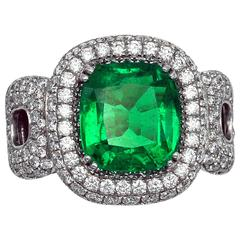 Very fine 3,27 GRS Certified Colombian Emerald and diamonds Halo Ring