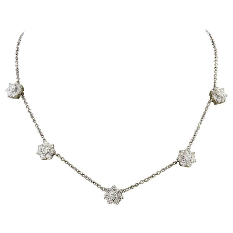 Diamond 18K White Gold 5 Flowers Necklace For Sale at 1stdibs