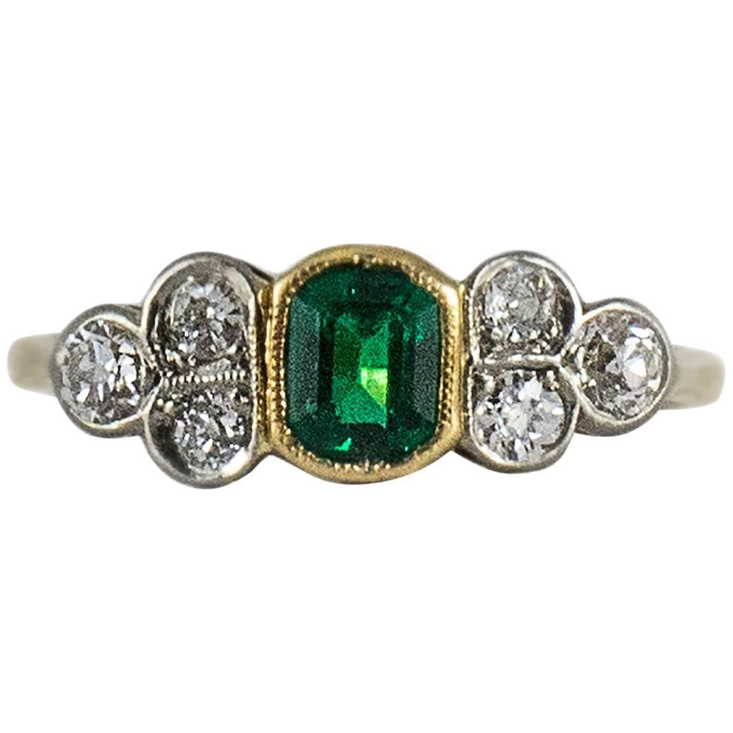 Antique Diamond and Emerald Ring For Sale at 1stdibs