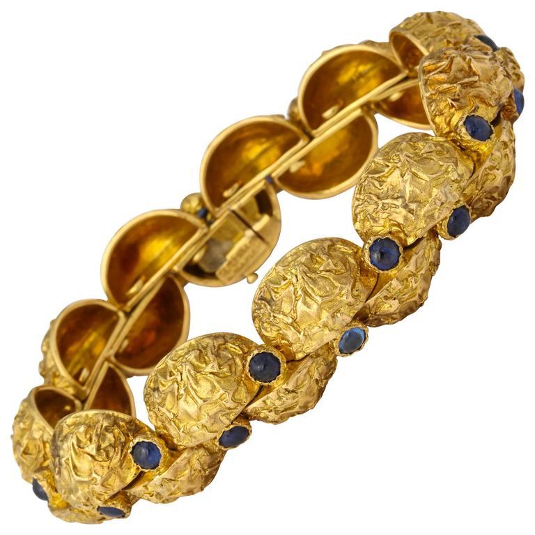 1970s Cartier Paris Sapphire Gold Bracelet For Sale