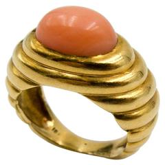 1970s Angelskin Coral  Gold Pinky Ring