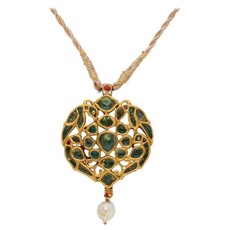 Antique Indian Pendant in Gold with Emeralds and Pearl