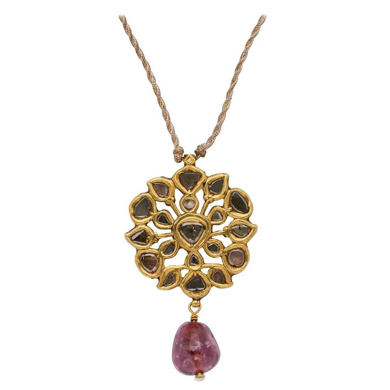 Antique Indian Pendant in Gold with Diamonds and Spinel