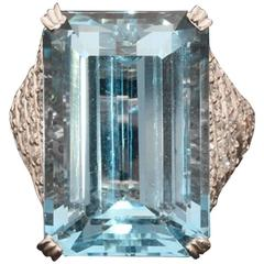 HANCOCKS 30.50 carat FINE AQUAMARINE  DIAMOND RING