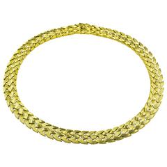 A Bold Yellow Gold Zig-Zag Pattern Necklace