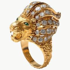 1970's Chic Diamond Emerald Gold Lion Head Ring
