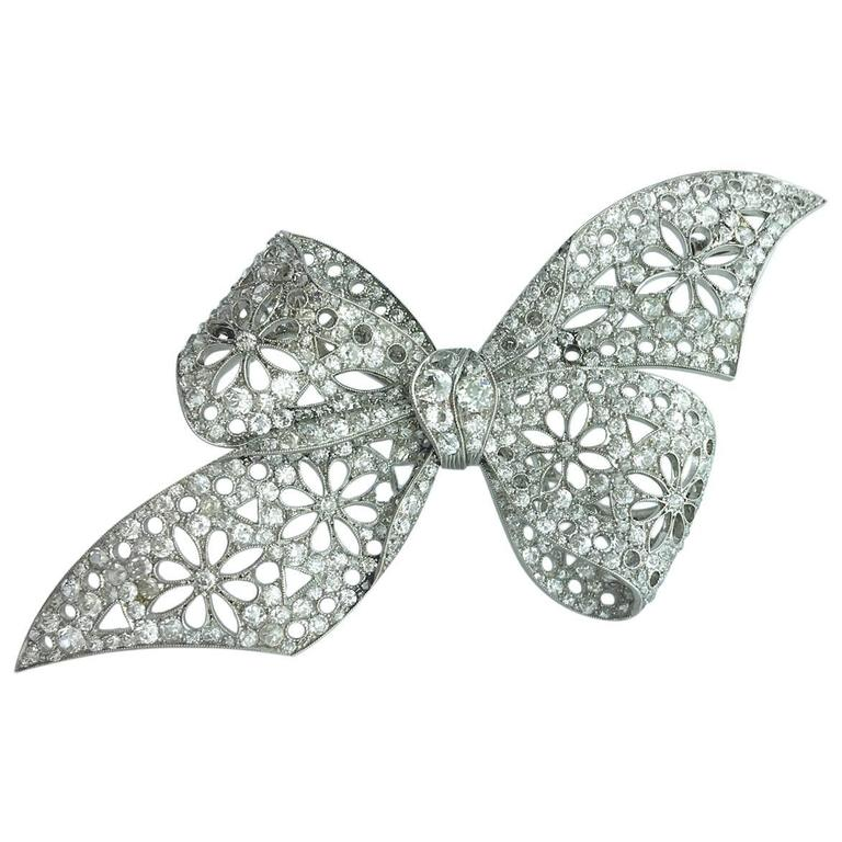 1910s Diamond Platinum Bow Brooch