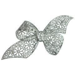 1910s Diamond Platinum Bow Brooch