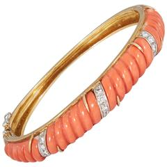 1960's Chic Fluted Coral Ridged Gold Bangle Bracelet With Diamonds