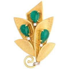 1950s Jade & Diamond Brooch in 18 Karat Yellow Gold
