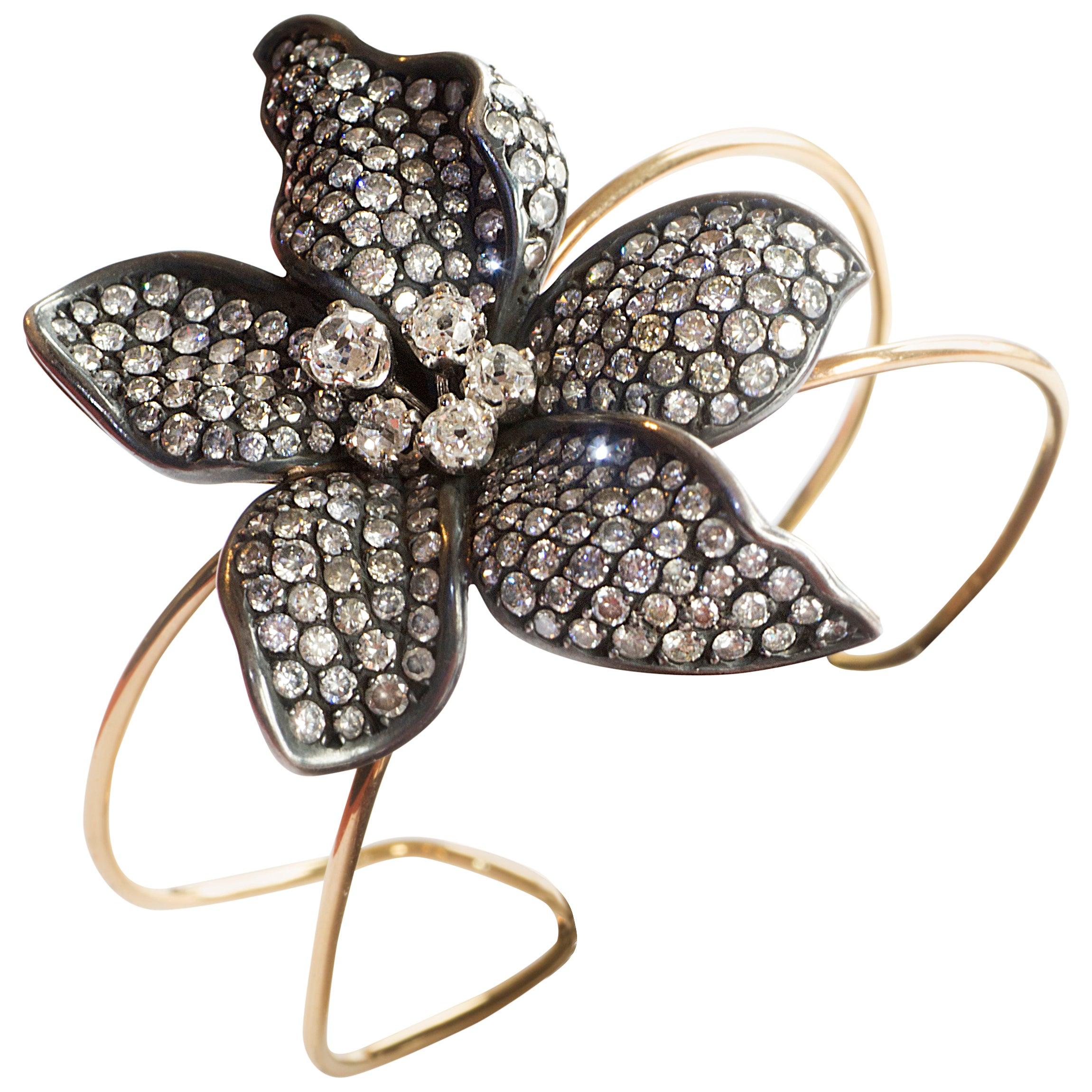 Unique Flower 18k Gold Bangle Bracelet Set With White and Grey Diamonds