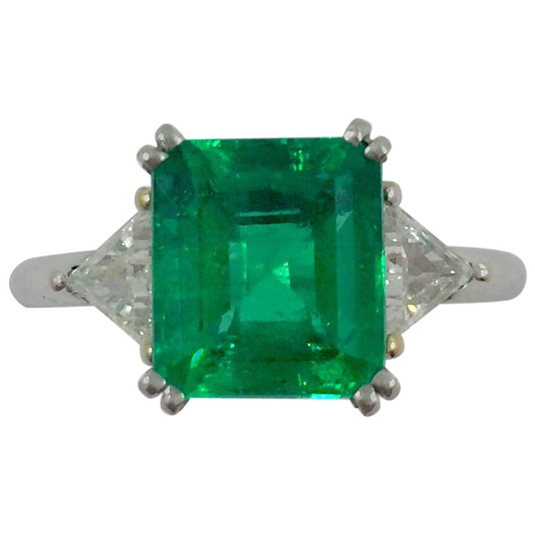 2.79 Carat Colombian Emerald Diamond Gold Ring For Sale