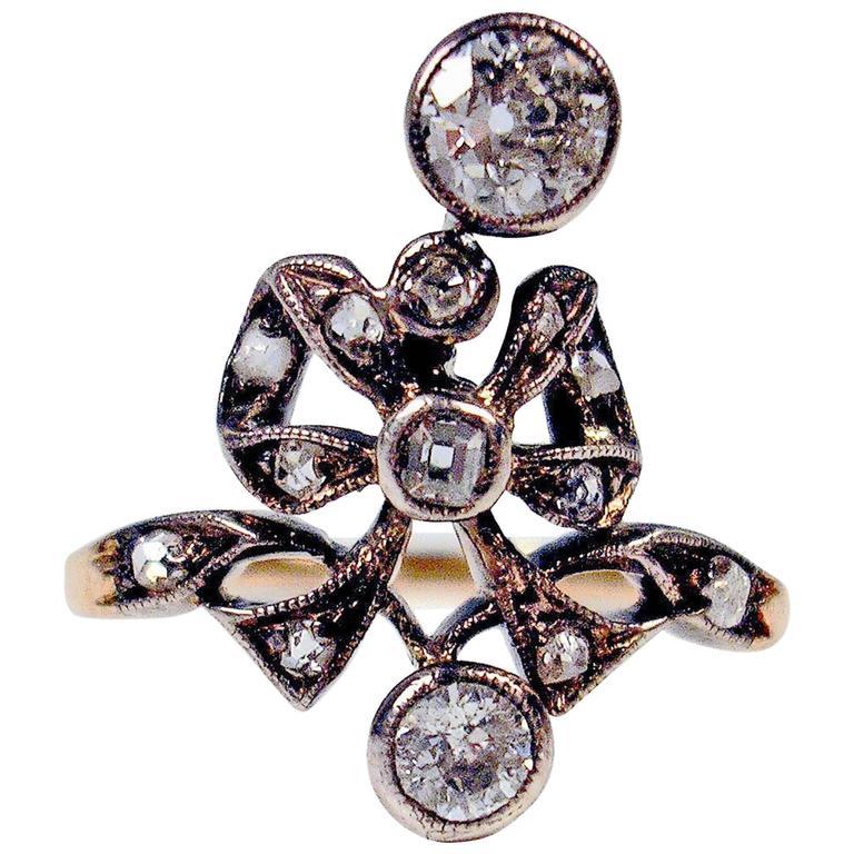 1900s Austria Art Nouveau Diamonds 0.85 Carats Silver Framed Gold Ring For Sale