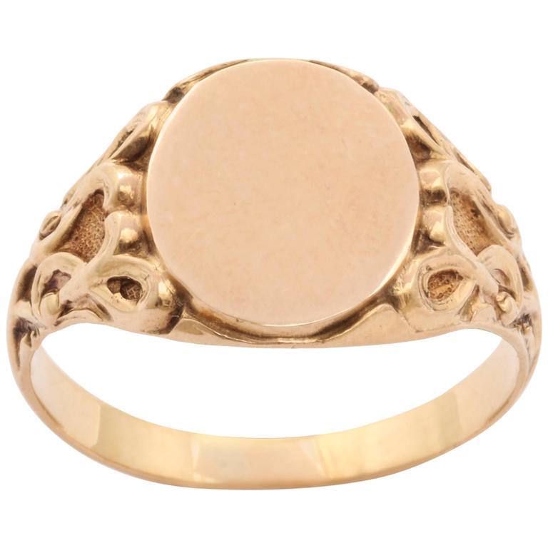 Elegant Edwardian Gold Signet Ring