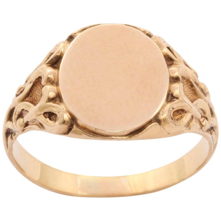 Elegant Edwardian Gold Signet Ring For Sale