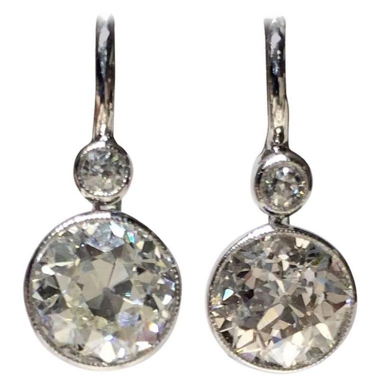 Diamond Drop Earrings 2.20 Carat For Sale