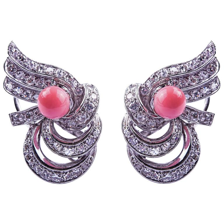 Stardust Monte-Carlo conch pearl and diamond earrings, late 20th century, offered by Trinidad Sarl