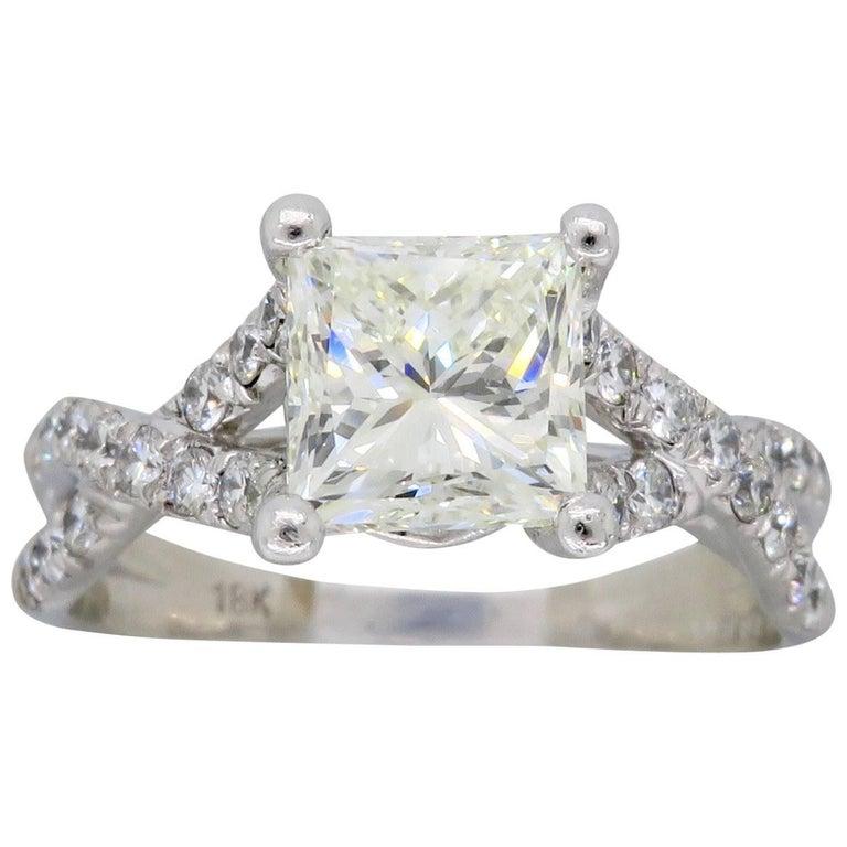 18 Karat Verragio Princess Cut Diamond Engagement Ring For Sale