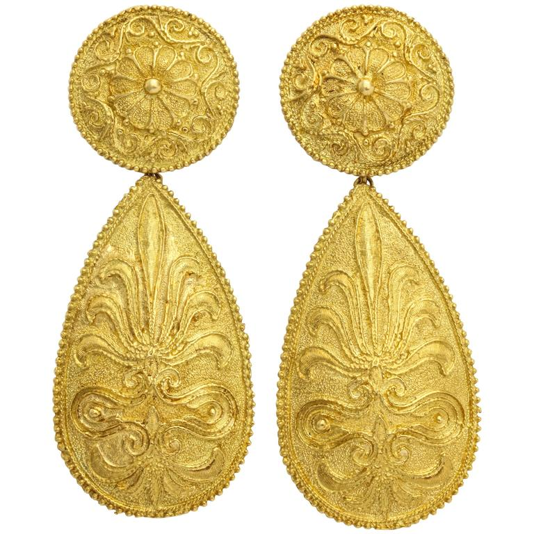 1970s Impressive Gold Pendant Earrings For Sale