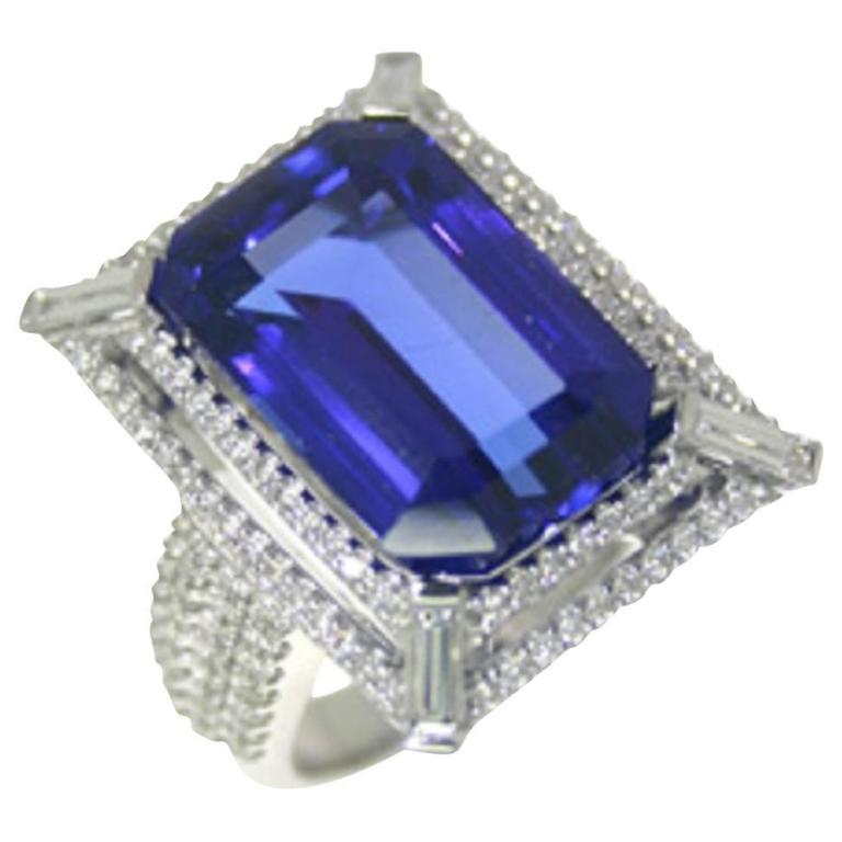 15 22 carat emerald cut tanzanite gold ring for