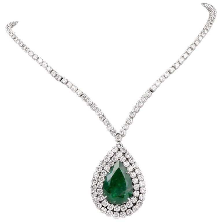 Stunning 48.05 Carats Emerald Diamond Gold Riviere pendant Necklace