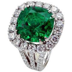 Gubelin certified 9.37 carat Colombian Emerald diamond Ring