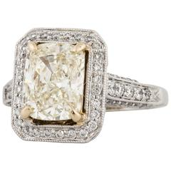 18K Cushion Cut Diamond Ring