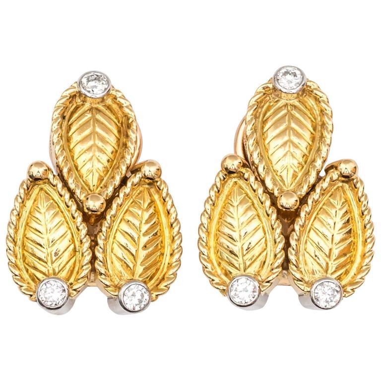 1980s Cartier Paris Diamonds 18 Karat Gold Clip On Earrings