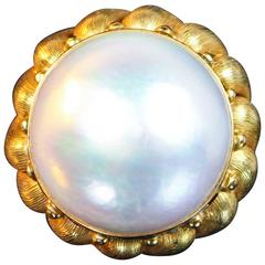 1970s Italian Mabe Pearl and Textured Yellow Gold Ring