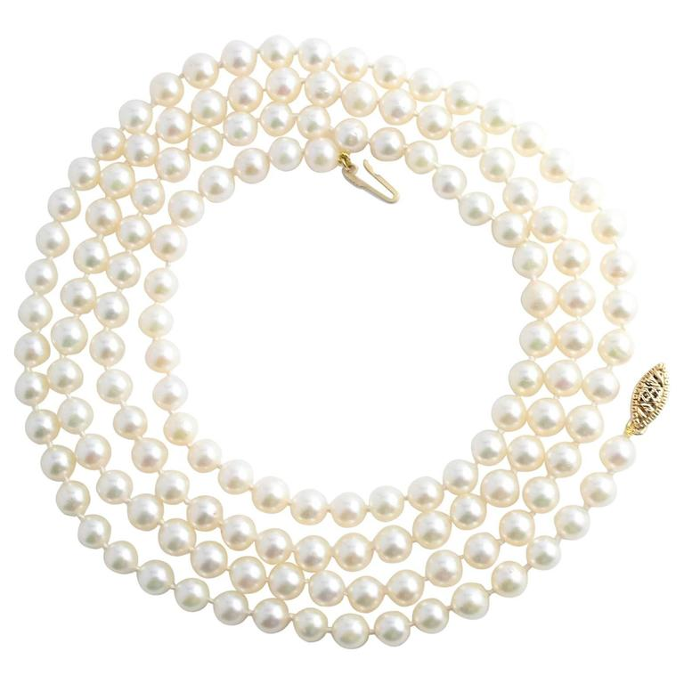 Fine Japanese Akoya Pearl Necklace 1